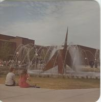 A picture of Mankato State University students gathered around the university fountain and Centennial Student Union building, 1970s.