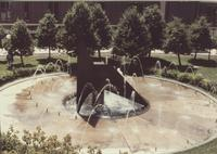 A picture of the Mankato State University fountain and Centennial Student Union, 1980s.