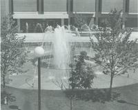 A picture of the Mankato State University fountain and Memorial Library, 1980s.
