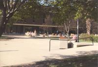 Students outside on the Campus Mall at Mankato State University May 8, 1991.