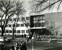 Students Walk to the Library. Mankato State Teachers College Date presumed to be 1940s-1960s.