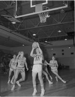 Basketball match, Mankato State College, 1960-02-24