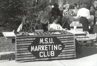 Mankato State University, MSU Marketing Club students sell buttons during Homecoming, 1988