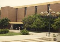 Picture of the entrance of Memorial Library. Mankato State University, May 29, 1989.